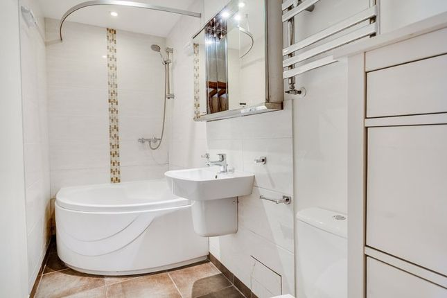 Bathroom of Strathearn Road, London SW19