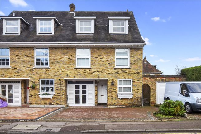 4 bed terraced house to rent in Theydon Grove, Epping, Essex CM16