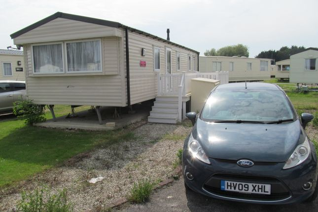 2 bed mobile/park home for sale in Havant Close, Lakeside Leisure Park (Ref 5615), Vinnetrow Road, Chichester, West Sussex