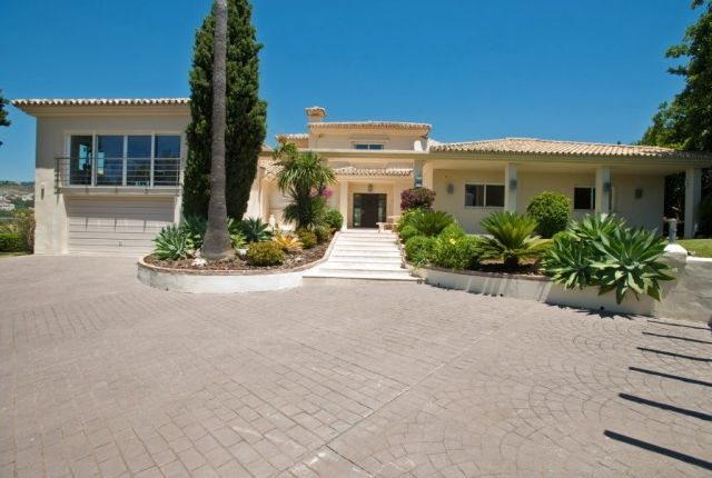 Villa Driveway of Spain, Málaga, Marbella, Nueva Andalucía