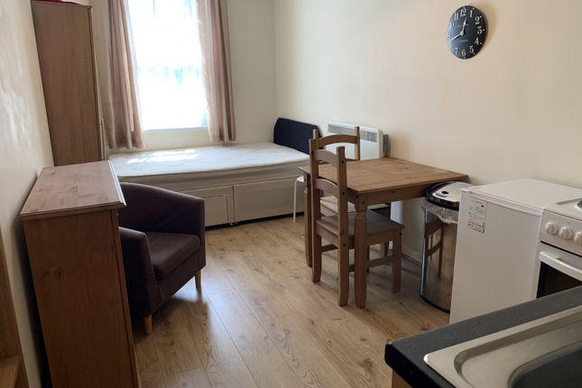 Flat to rent in Vicarage Road, Kings Heath, Birmingham