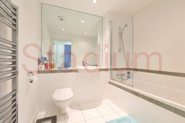 Bathroom of Garand Court, Eden Grove, Holloway, London N7