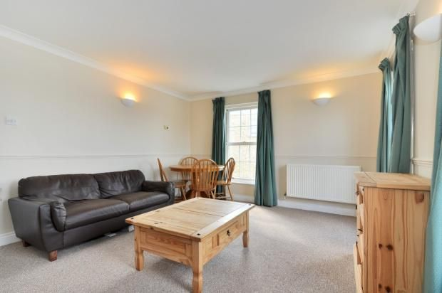Thumbnail Flat to rent in Edward Square, London
