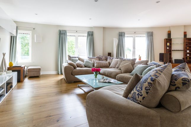 Thumbnail Flat to rent in Chelsea Village, Fulham Road, London