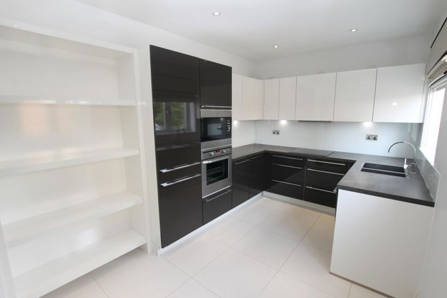 Thumbnail Flat to rent in Cleves House, Rouse Close, Surrey