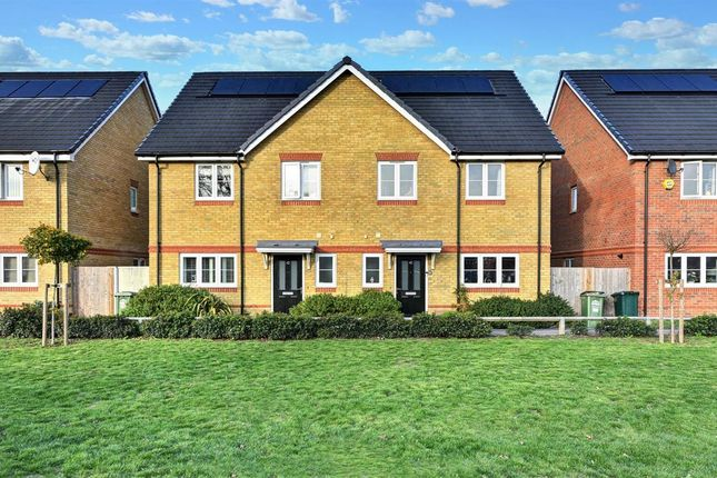Thumbnail Flat to rent in Holywell Way, Staines