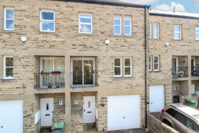 4 bed terraced house to rent in Lower Mill Lane, Holmfirth HD9