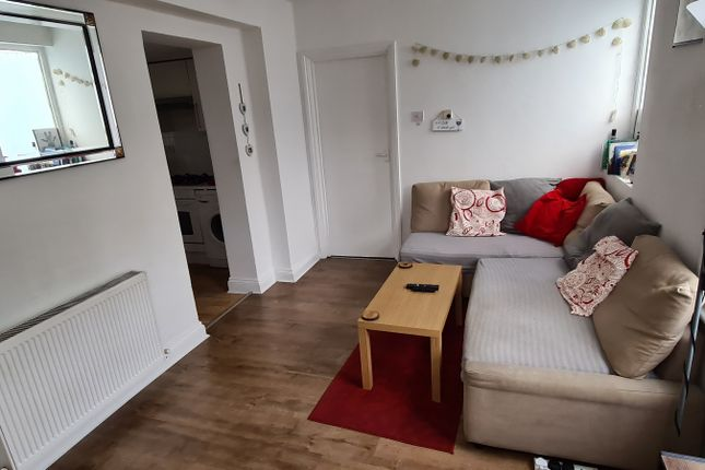Thumbnail Flat to rent in Gillespie Road, Islington