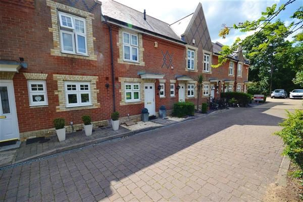 2 bed terraced house to rent in Grey Lady Place, Billericay