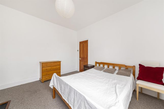 Little Ealing Lane, Ealing W5, 4 bedroom flat for sale ...