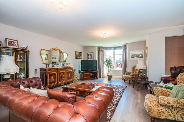 Thumbnail Flat for sale in Ray Mead Road, Maidenhead
