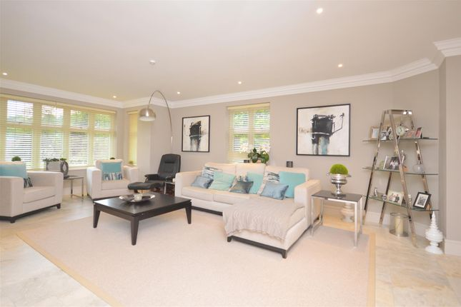 Family Room of Forest Drive, Kingswood, Tadworth KT20