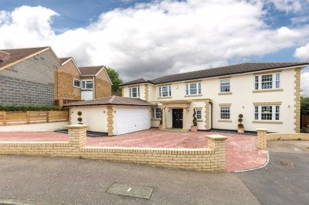 Thumbnail Property for sale in Bassingbourne Close, Broxbourne