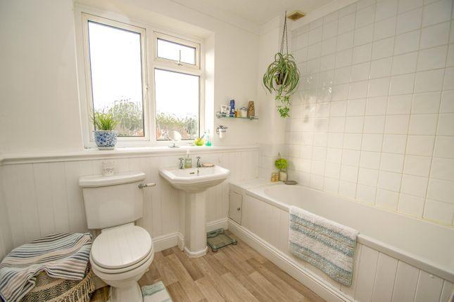 Bathroom of Beechwood Close, Crays Pond, Reading RG8