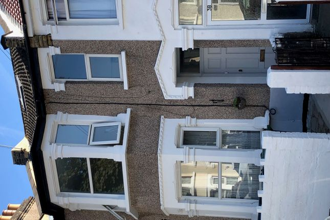 Thumbnail Flat for sale in Livingstone Road, London