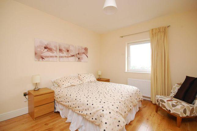 Flat for sale in Ballards Lane, Finchley, London