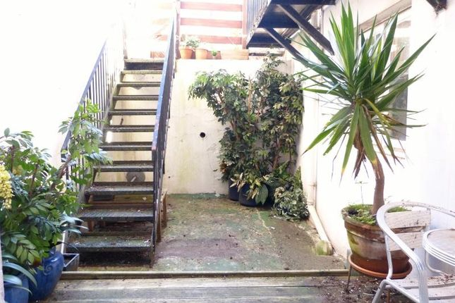Thumbnail Flat to rent in Palmeira Avenue, Hove