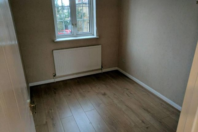 2 bed terraced house to rent in Crownfield Ave, Ilford, Newbury Park, London