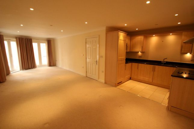Thumbnail Flat to rent in Leret Way, Leatherhead
