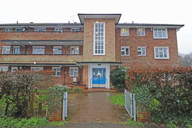 2 bed flat for sale in Timperley Gardens, Redhill RH1