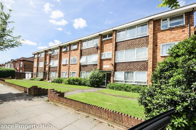 Thumbnail Flat to rent in Eastwood Road, Ilford