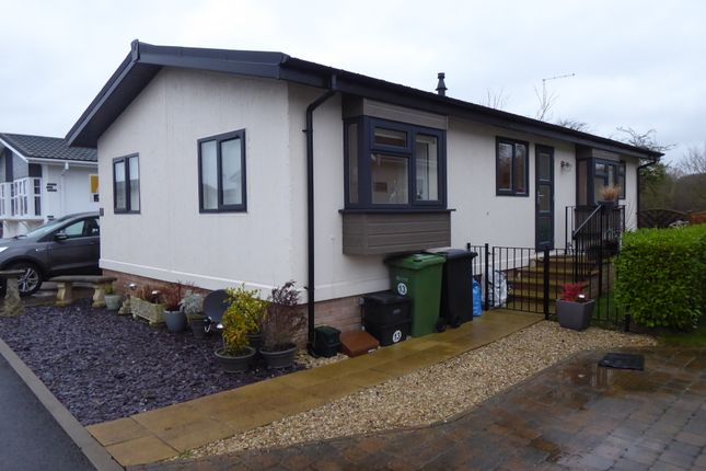 Thumbnail Mobile/park home for sale in Lechlade Court, Lechlade Upon Thames, Gloucestershire