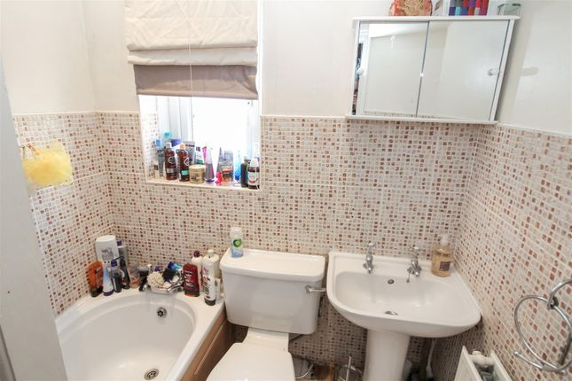 Bathroom of Cranmer Road, Bradford BD3