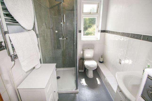 En-Suite of Shrub End Road, Colchester CO3