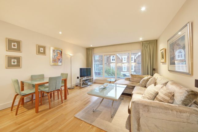 Flat to rent in The Baynards, Hereford Road, London