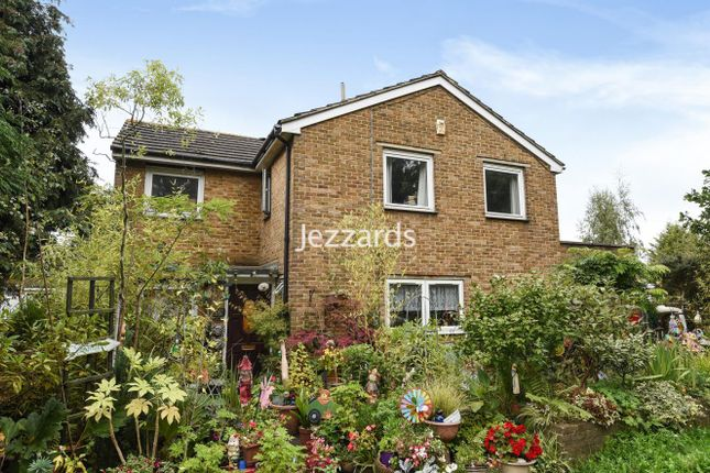 Thumbnail Detached house for sale in Leatherhead Road, Chessington