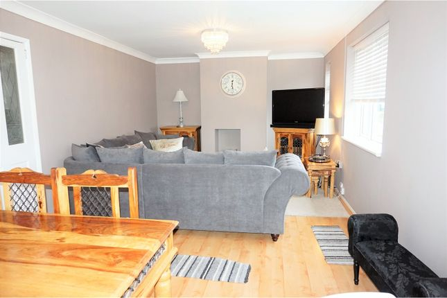 Thumbnail Maisonette for sale in Queensway, Ongar