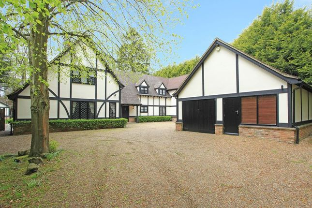 Thumbnail Detached house to rent in Finch Lane, Knotty Green, Beaconsfield