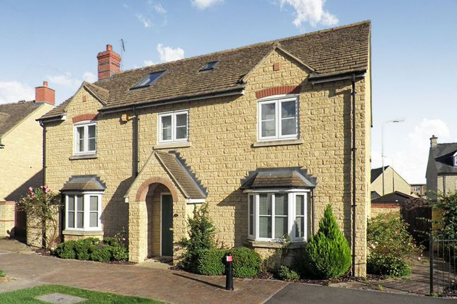 Thumbnail Detached house for sale in Oakdale Road, Witney