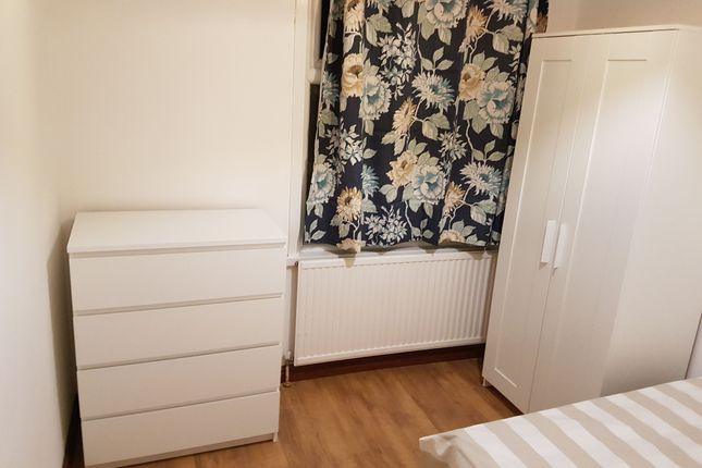Thumbnail Shared accommodation to rent in Dunedin Road, London