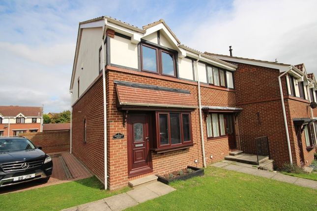Thumbnail Town house to rent in Hopefield Mews, Rothwell, Leeds