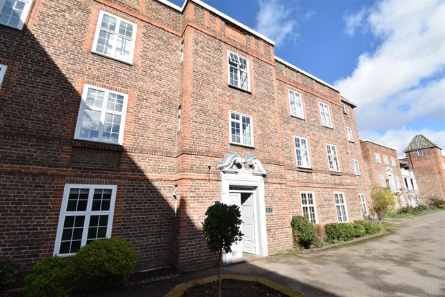 1 bed flat to rent in St. Andrews Square, Surbiton KT6