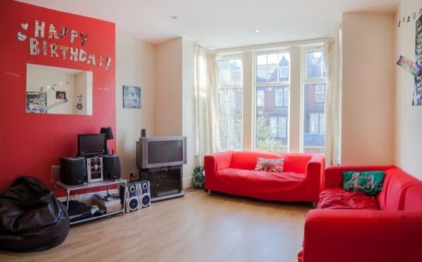 Thumbnail Shared accommodation to rent in Estcourt Terrace, Headingley, Leeds