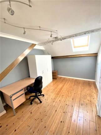 Thumbnail Town house to rent in Hastings Road, London