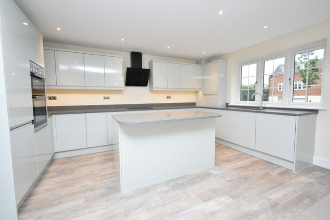 2 bed flat for sale in Shaw Hill, Shaw, Newbury RG14
