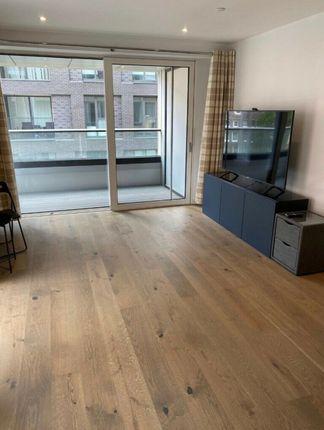 Thumbnail Flat to rent in Deacon Street, London
