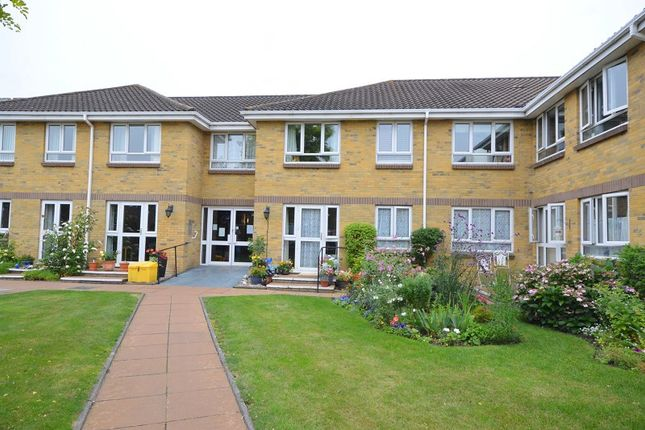 Thumbnail Flat to rent in Clayton Road, Chessington, Surrey.