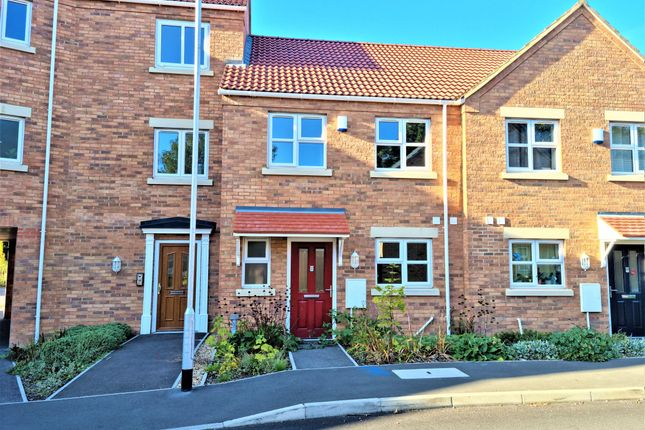 3 bed terraced house to rent in Fenmen Place, Wisbech PE13
