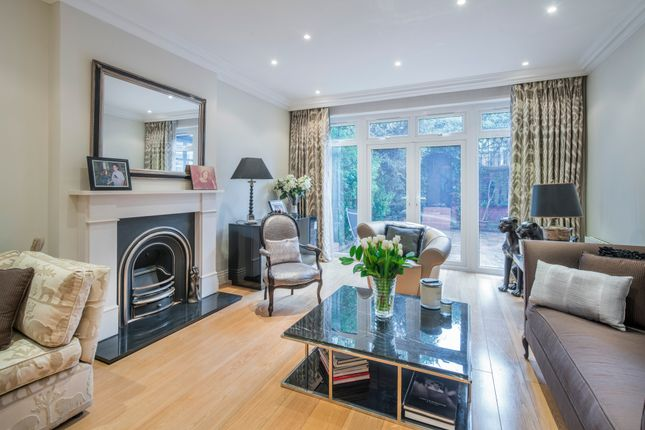 Thumbnail Property for sale in Vale Close, London