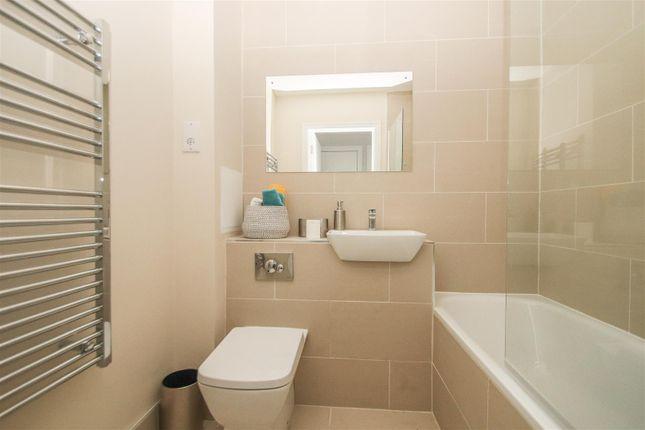 Bathroom of The Avenue, Victoria Avenue, Southend-On-Sea SS2