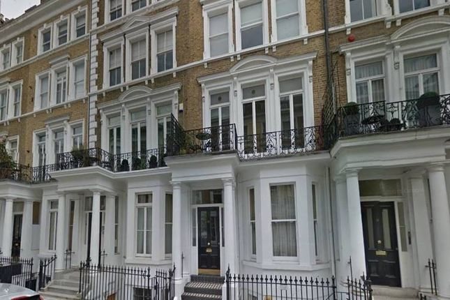 2 bed flat to rent in Collingham Place, London