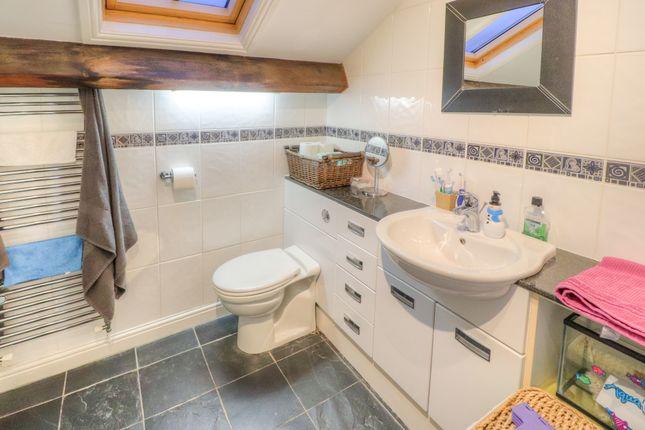Bathroom of Manor Park Road, Glossop SK13