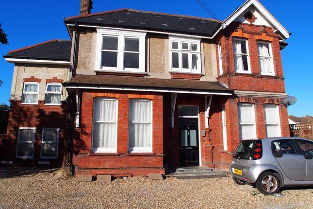 Thumbnail Flat to rent in Langton Road, Broadwater, Worthing