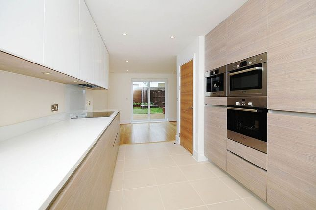 Thumbnail Town house to rent in Bromyard Avenue, London