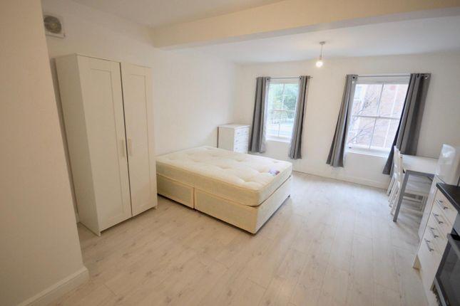 Studio to rent in Old Street, London EC1V