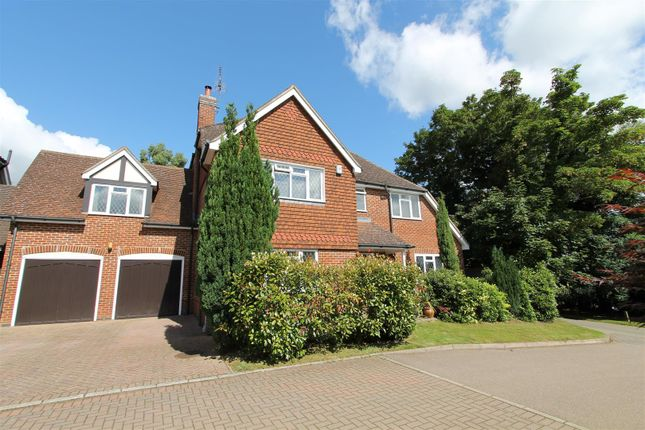 Thumbnail Detached house for sale in Handpost Lodge Gardens, Hemel Hempstead